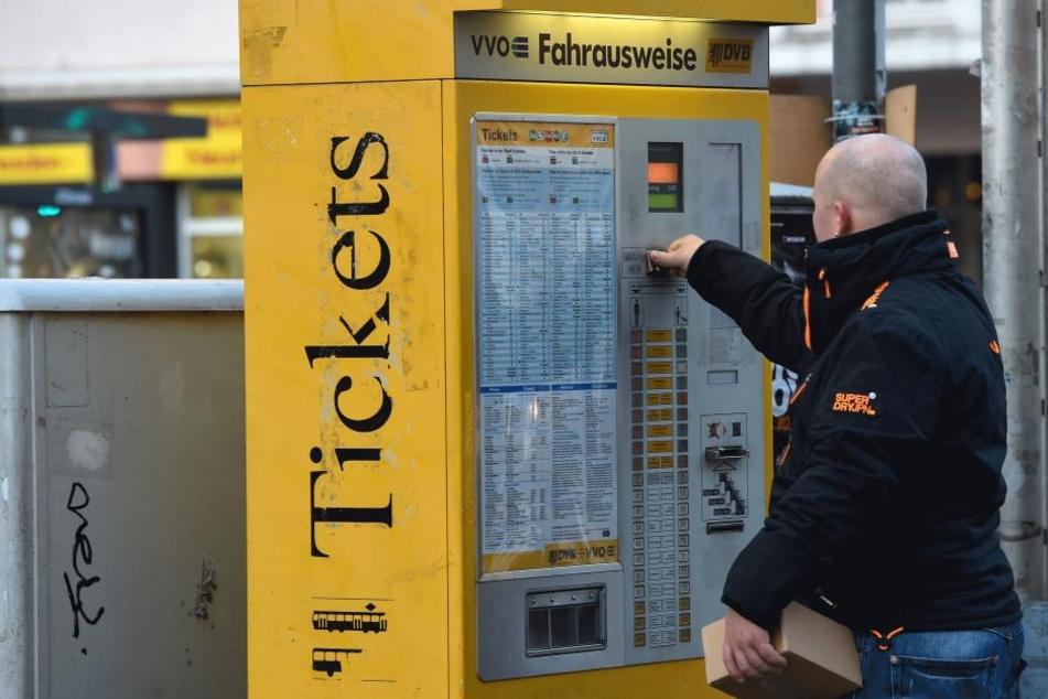 Am Fahrkartenautomat muss man für einige Fahrkarten ab Mitte 2017 mehr bezahlen als bisher.