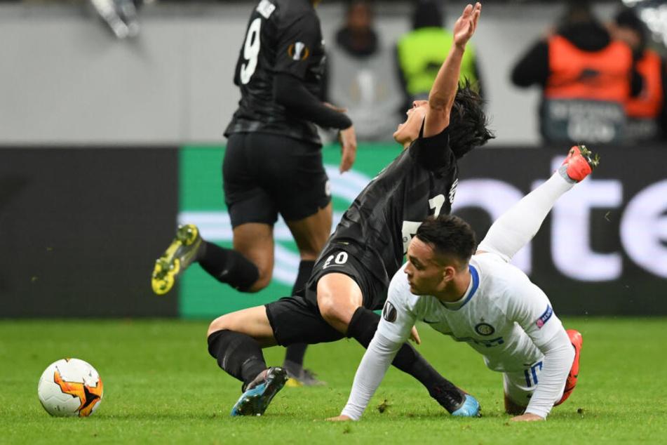 Makoto Hasebe musste gegen Inter Mailand viel einstecken.