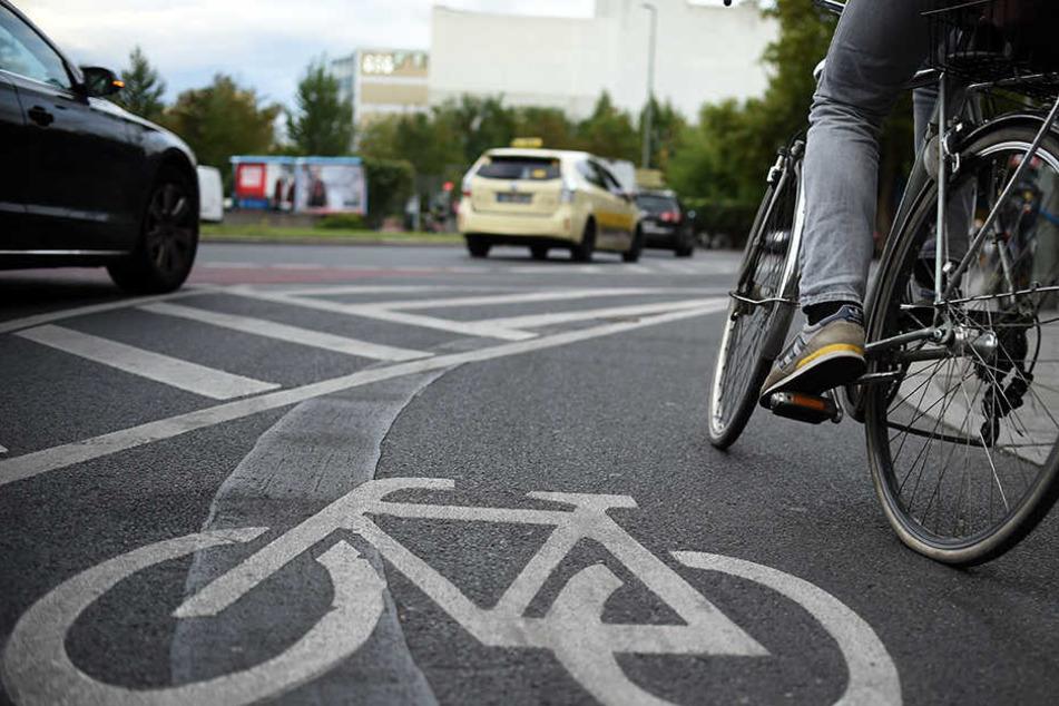 Zwischen Auto- und Radfahrern kracht es häufig in Berlin. Nicht selten werden die Opfer allein zurückgelassen.