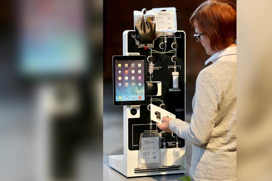 Ein Standgerät zur Selektion von Zellen und Proteinen aus dem Blut eines Menschen ist eines der Exponate einer Sonderschau im Industriemuseum.