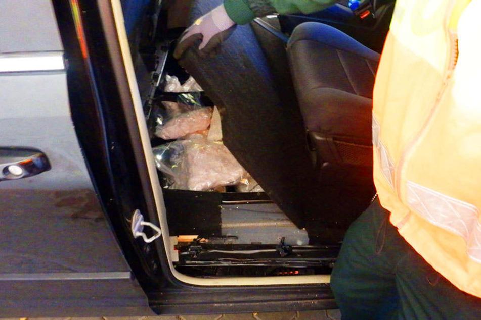 In Hohlräumen versteckten zwei Niederländer 82 Kilo Drogen.