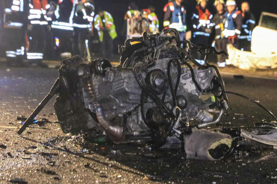 Das Bild zeigt den herausgerissenen Motorblock.