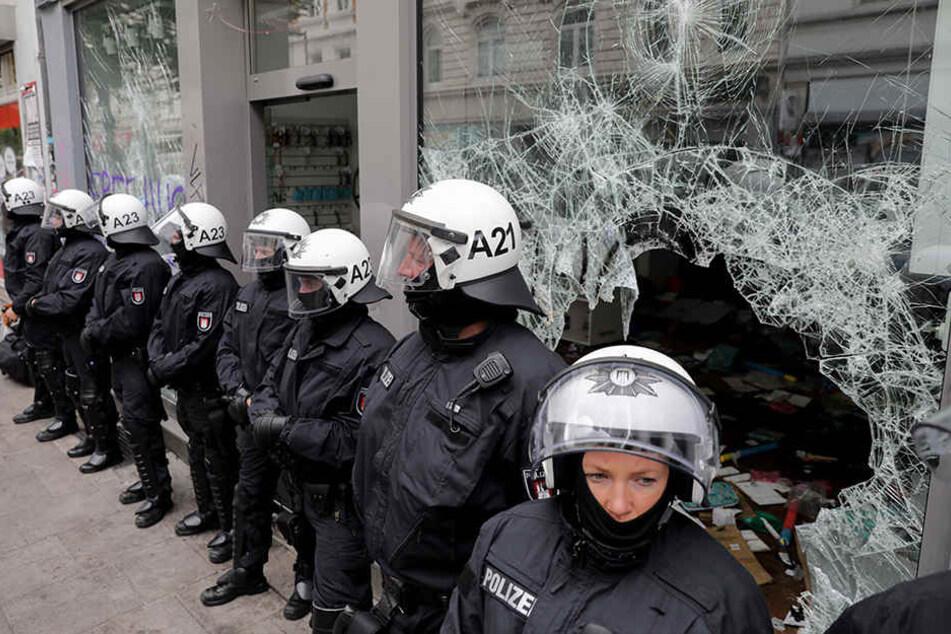 Am Rande des G20-Gipfels kam es in Hamburg im Schanzenviertel zu heftigen Auseinandersetzungen zwischen Links-Autonomen und der Polizei.