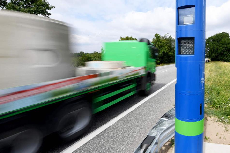 Wenn Ihr diese blau-grünen Säulen für Blitzer haltet, liegt ihr völlig falsch
