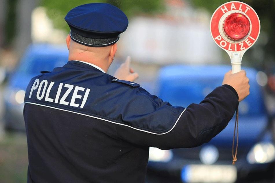 Nach einem zweiten Unfall konnte die Polizei den schwer betrunkenen Mann stellen (Symbolbild).