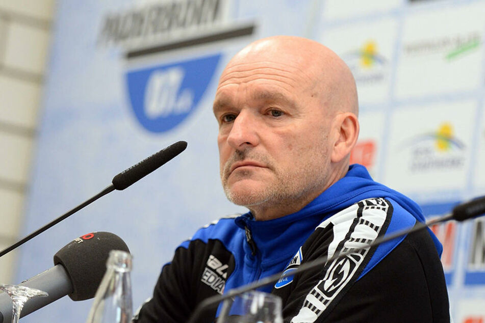 Sichtlich genervt von der Situation saß SCP-Trainer Stefan Emmerling auf der Pressekonferenz nach dem Spiel.
