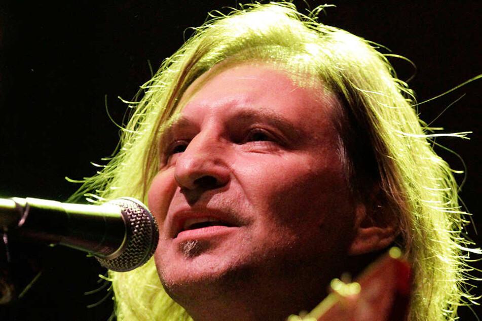 Wird für den Erhalt der Dresdner Kultur-Kultstätte bei einem Benefizkonzert singen: Dirk Zöllner (55).