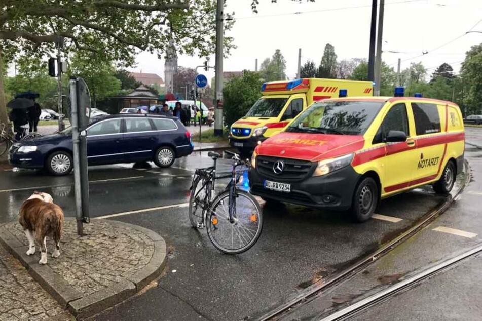 Unfall am Albertplatz: Auto erfasst Radfahrerin