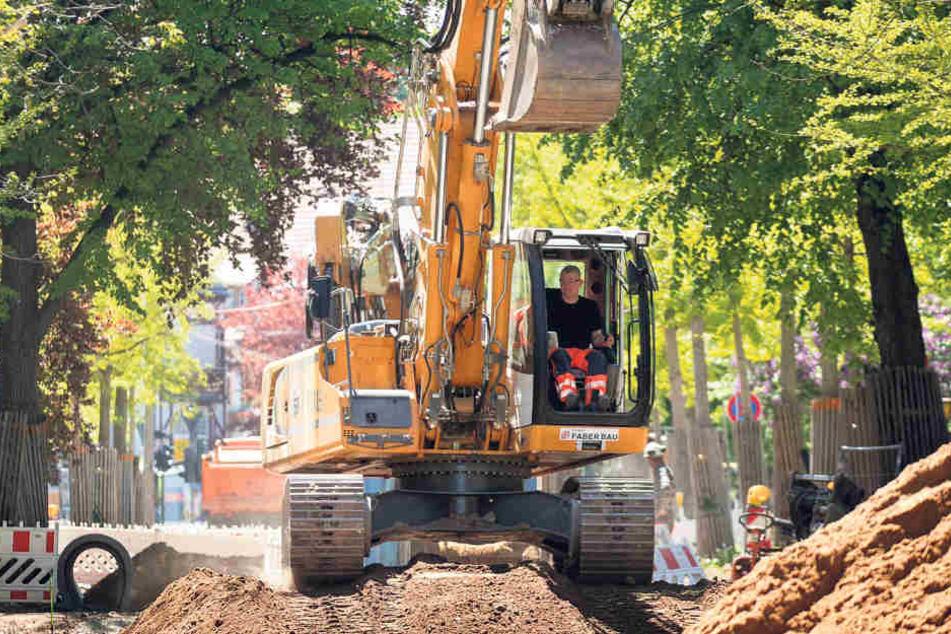 An der Oskarstraße darf noch gebaut werden, damit zum Beispiel  Trinkwasserleitungen fertig werden.