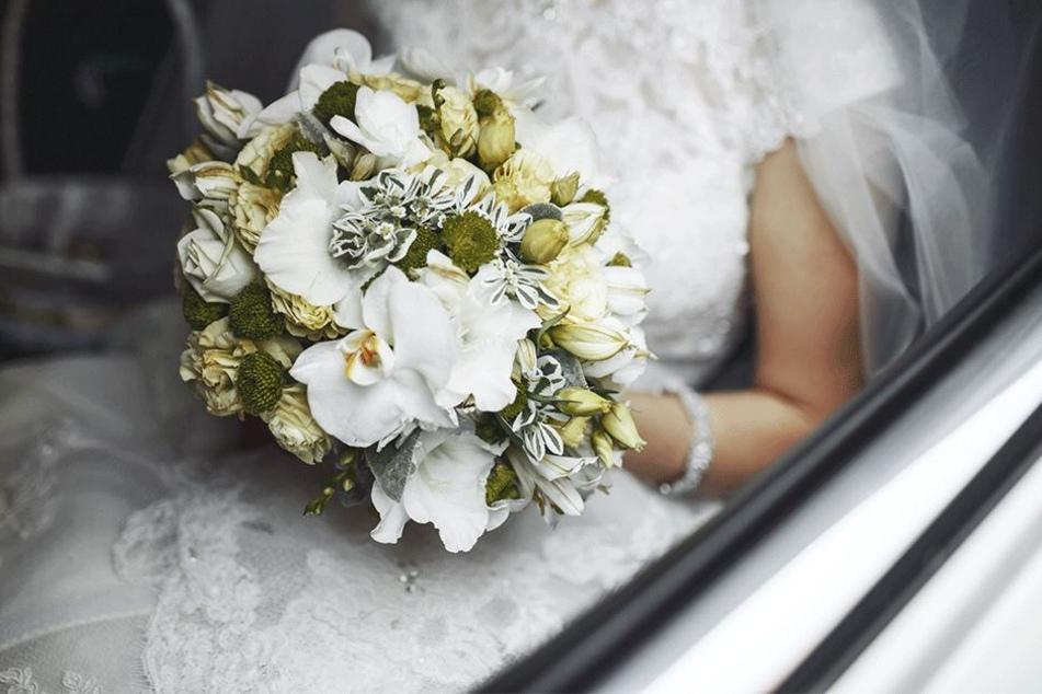 Ein Brautstrauß konnte nie geworfen werden.