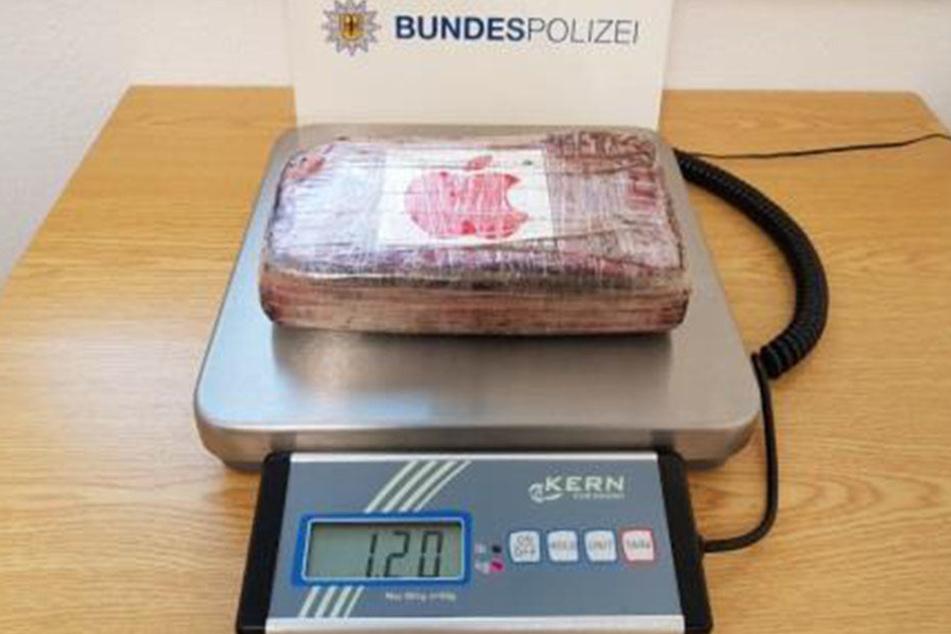 Einen Wer von 82.400 Euro hatte das Drogenpäckchen.