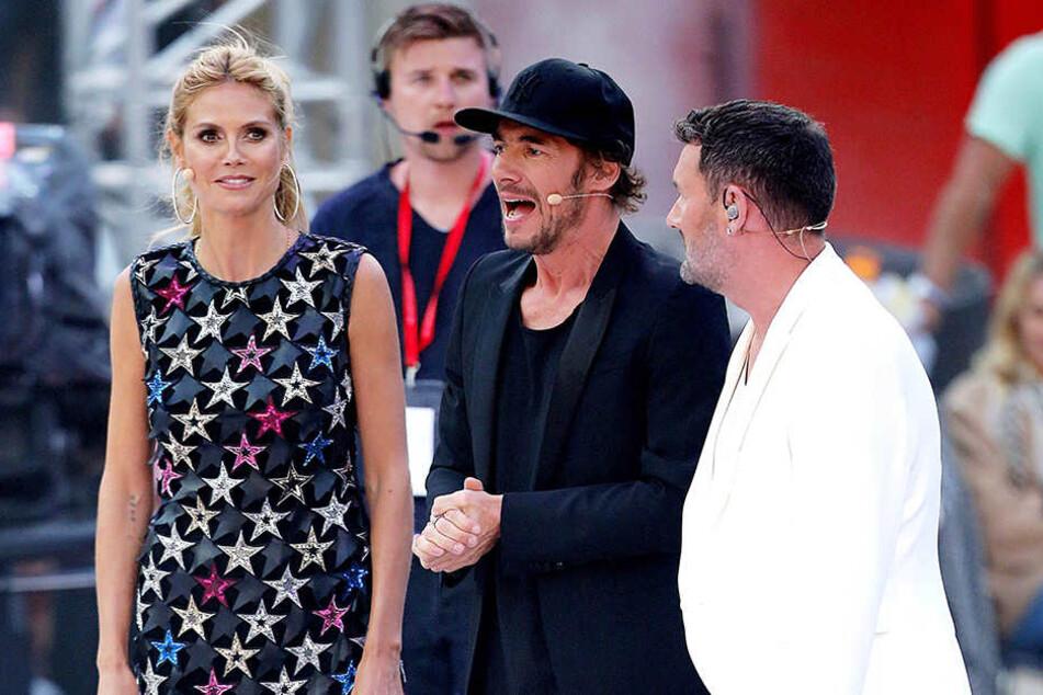 Heidi Klum mit ihren zwei Kollegen Thomas Hayo (m.) und Michael Michalsky.