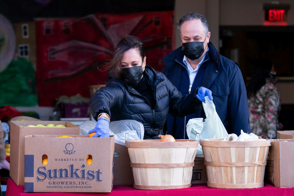 Kamala Harris (l.) and her husband Doug Emhoff volunteered at a local food bank in honor of MLK Day.