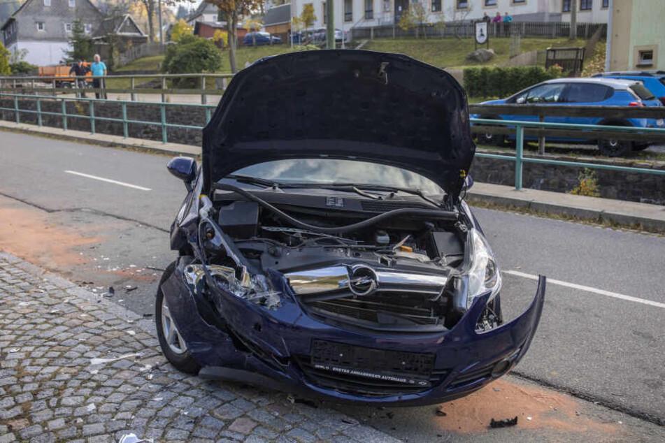 Bei dem Crash wurde eine Person verletzt.