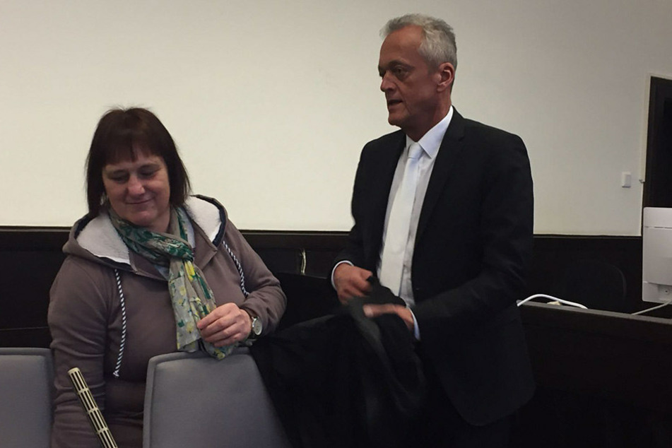 Angelika W. am elften Prozesstag mit ihrem Strafverteidiger Peter Wüller.