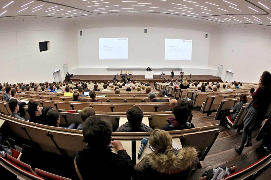 Die Juristen-Fakultät der Uni Leipzig soll schon bald 750 Studienanfänger pro Jahr aufnehmen. (Archivbild)