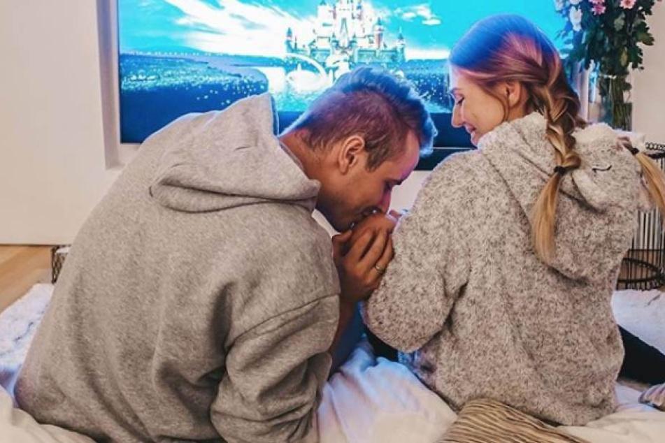 Nach dem schweren Anfang genießt die junge Familie das neue Babyglück ungemein.