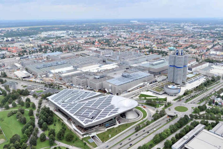 BMW investiert für den Bau des vollelektrischen Tesla-Konkurrenten BMW i4 rund 200 Millionen Euro in sein Stammwerk in München.