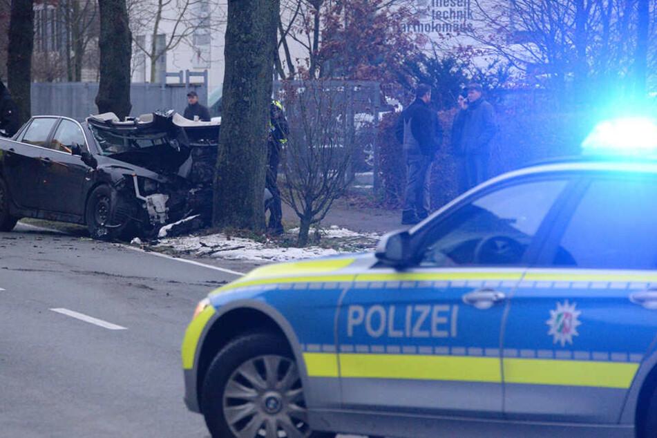 Die Polizei sperrte die Jöllenbecker Straße.