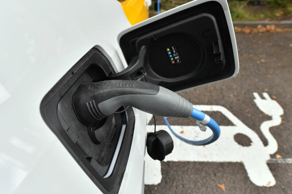 Ein chinesischer Hersteller will Batterien für Elektroautos in Thüringen produzieren lassen. (Symbolbild)