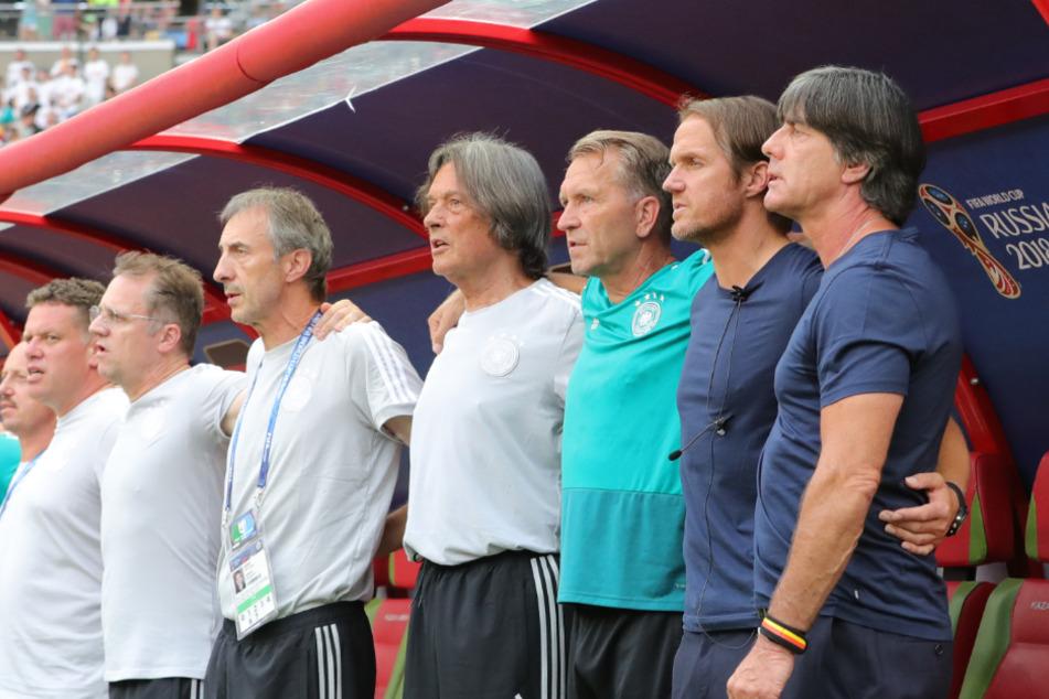 Bundestrainer Joachim Löw (r.) und sein Trainer-Stab bei der WM 2018 in Russland.
