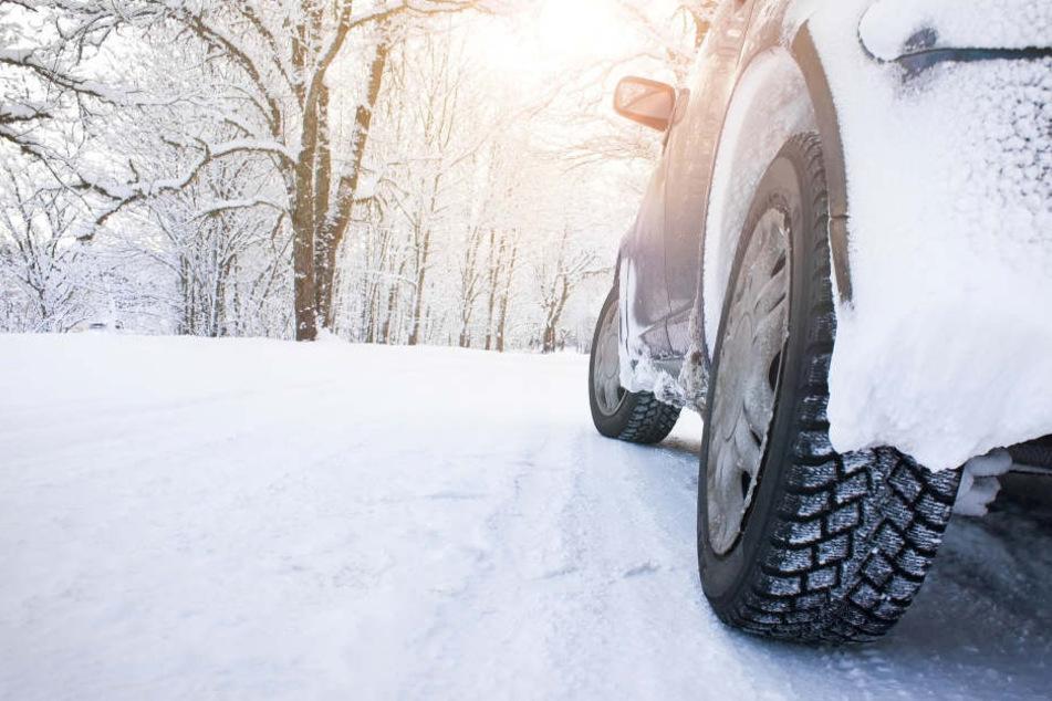 Mutter und Kinder unter Schock: Auto verliert während der Fahrt einen Reifen