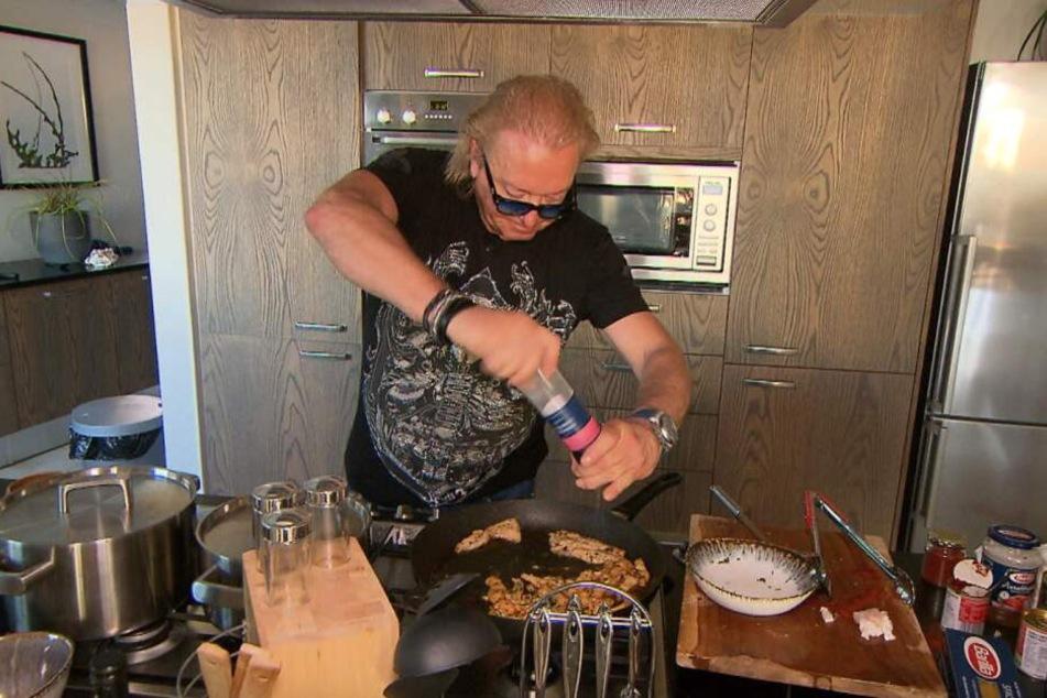 Robert Geiss (55) will sein als Hähnchen getarntes Krokodilfleisch servieren.