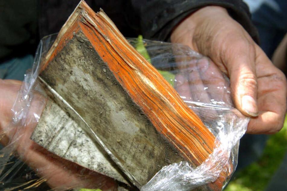 Bei dem Brand in Weimar 2004 wurden zahlreiche wertvolle Bücher zerstört.