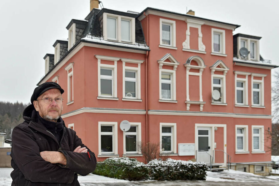 Kältegefahr: Hauseigentümer Matthias Opitz (64) kann sein eigenes Haus nicht schützen.
