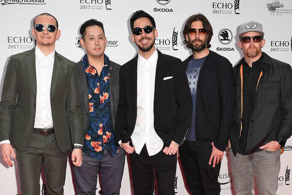 Linkin Park beim Echo 2017, wenige Monate vor Benningtons Freitod. Gitarrist Brad Delson fehlt auf dem Bild.