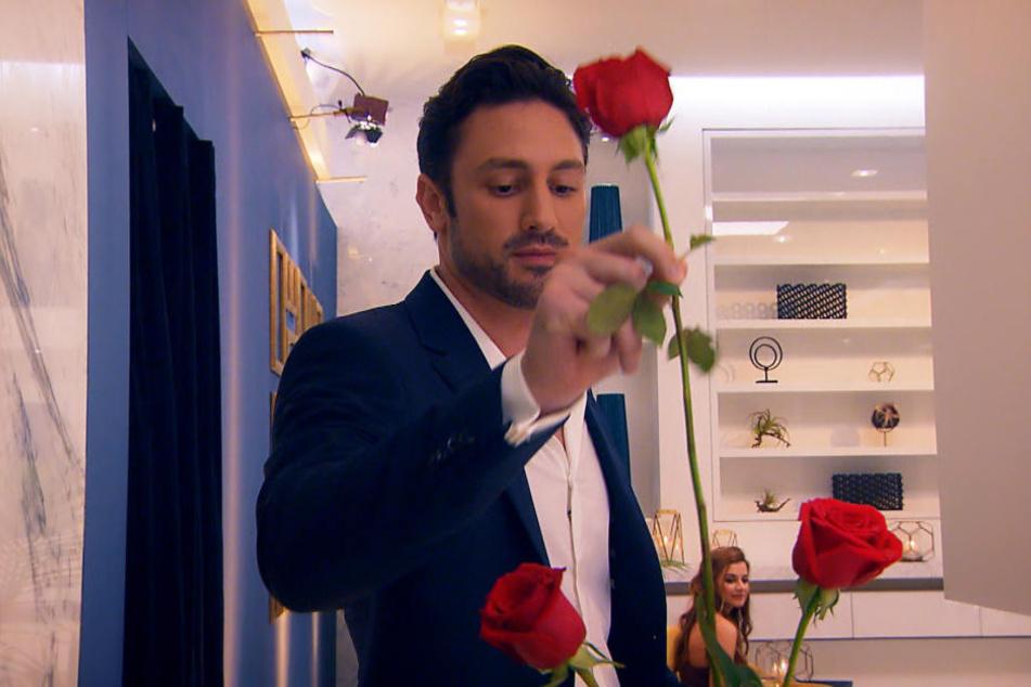 Seit Mittwoch verteilt der neue Bachelor Daniel Völz (32) seine Rosen.