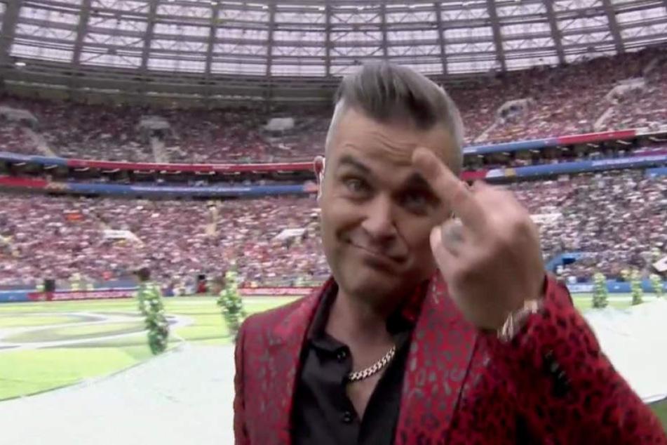 Liebt es zu provozieren: Super-Star Robbie Williams (44) zeigte bei der Eröffnungsfeier der Fußball-WM den Stinkefinger in die Kamera.
