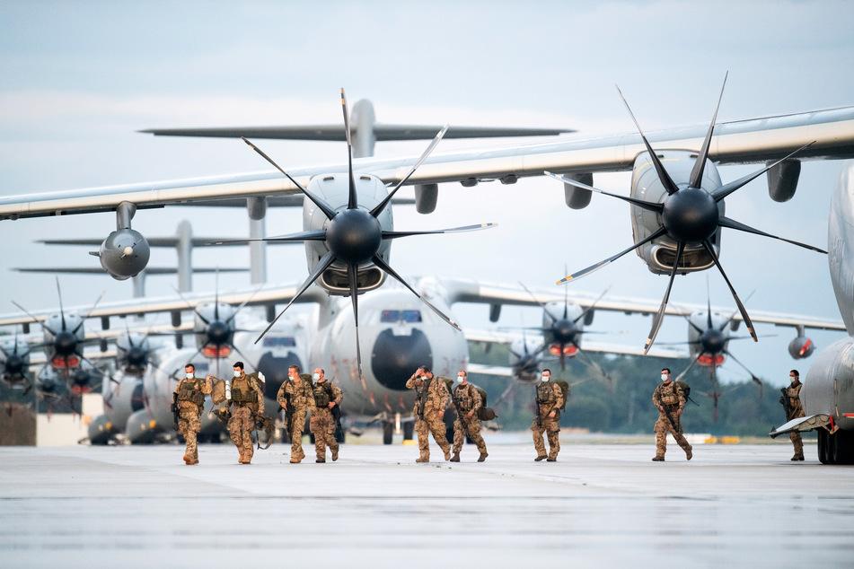 Keine Wehrpflicht, aber ein Gesellschaftsjahr, welches unter anderem bei der Bundeswehr absolviert werden kann, will die Partei einführen. (Symbolbild)