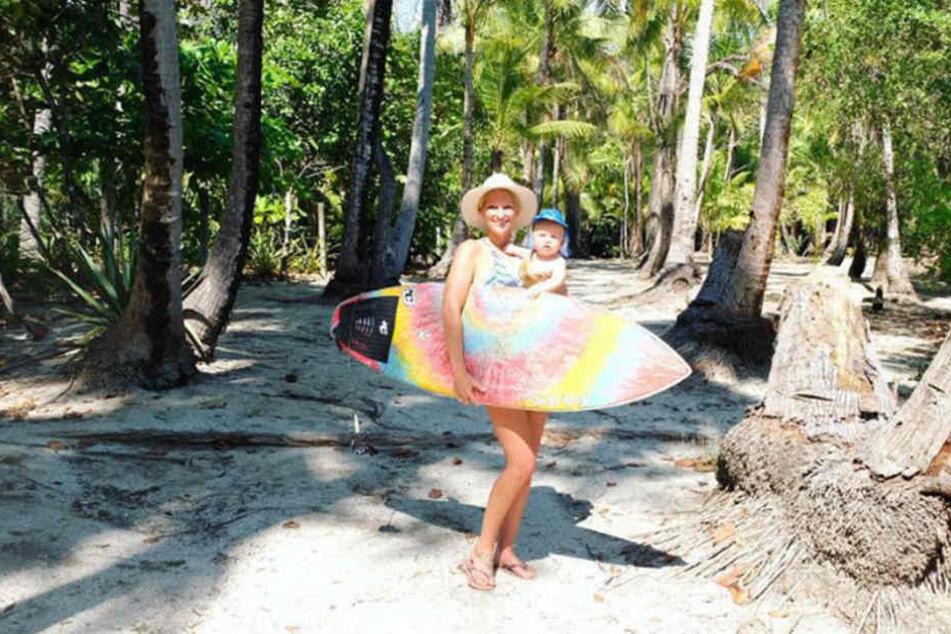 Janni und Emil-Ocean auf dem Weg zum Strand auf Costa Rica.