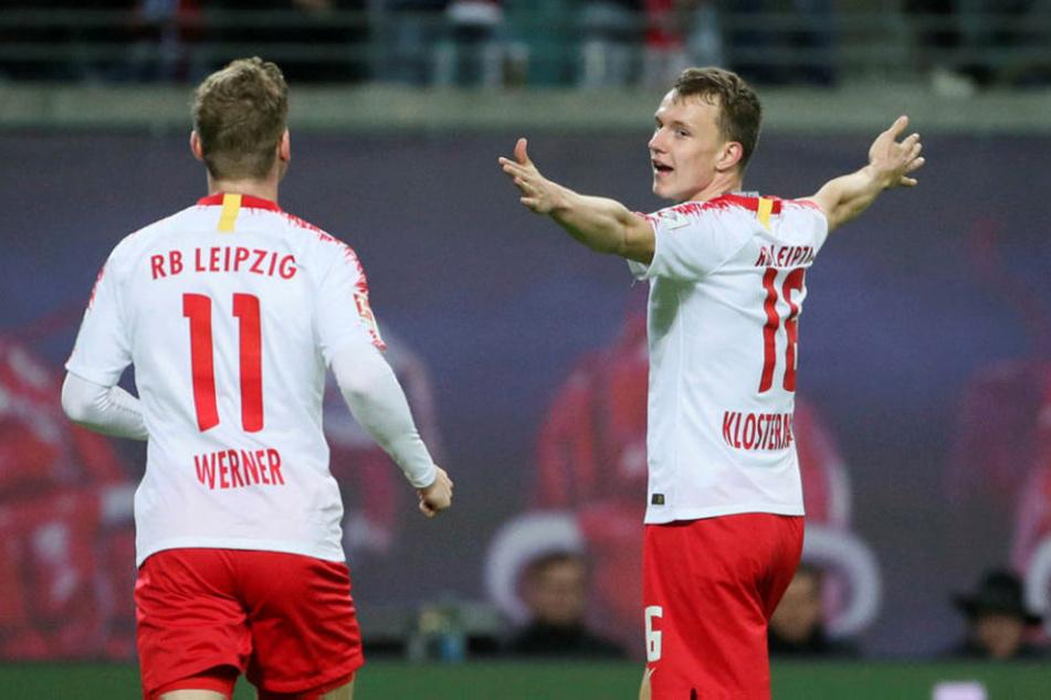 Rechtsverteidiger Lukas Klostermann (r., neben Timo Werner) erzielte das 2:0 für die Bullen.