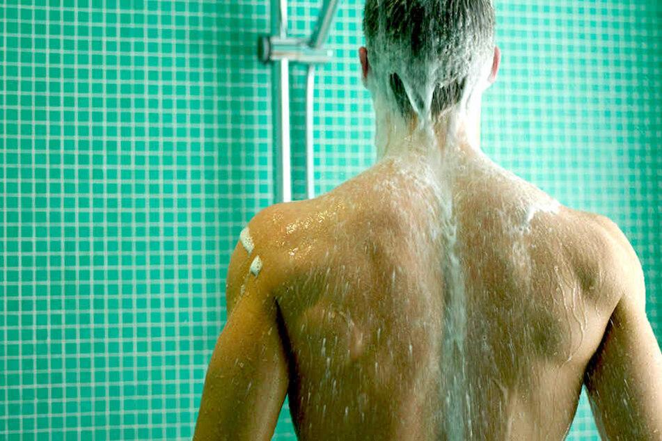 Zuckertenside (Alkylpolyglykoside wie z. B. Capryl Glucoside oder Coco Glucoside) schäumen weniger, sind aber besser für Haut.