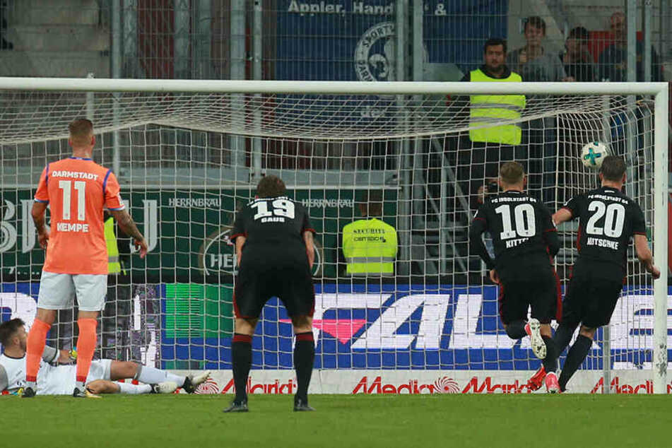 Tor! Bei 3:0-Sieg des FC Ingolstadt gegen den SV Darmstadt erzielte Ex-Dynamo Stefan Kutschke (Nr. 10) mit diesem verwandelten seinen ersten Treffer für seinen neuen Arbeitgeber.