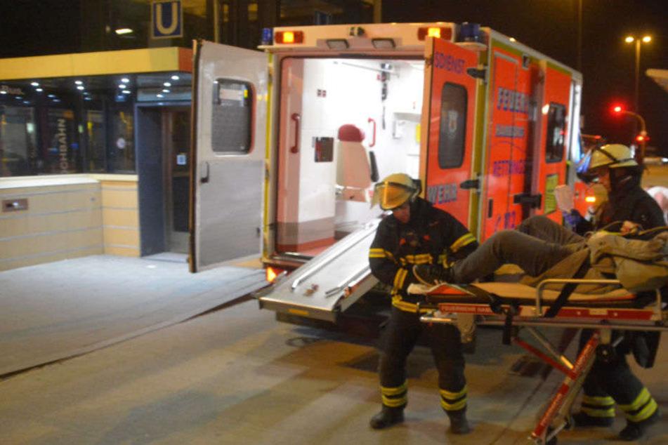 Messerstiche in den Bauch 21-Jähriger in U-Bahnhof schwer verletzt - Zeugen gesucht!