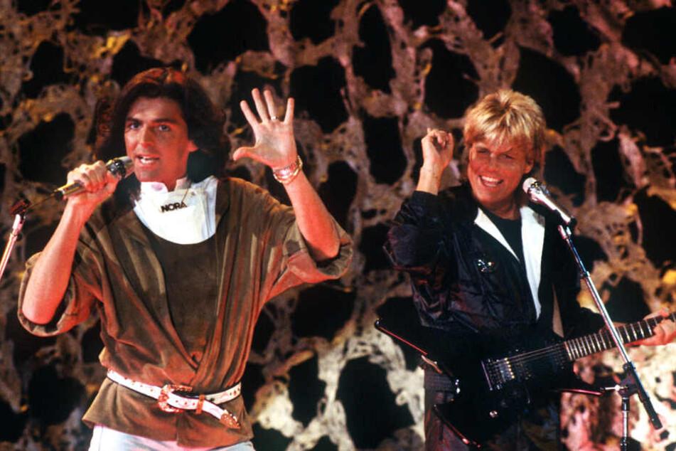 """Thomas Anders (l.) und Dieter Bohlen treten im November 1985 als """"Modern Talking"""" auf."""