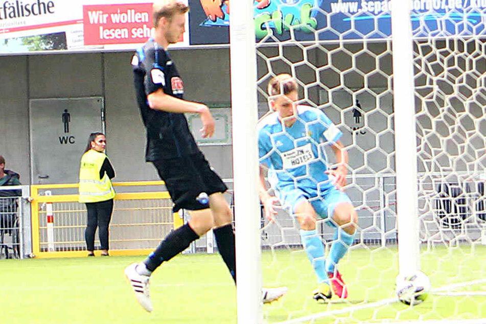 In der Hinrunde verlor der CFC 2:3 in Paderborn. Hier vollendet Florian Hansch zum 1:2.