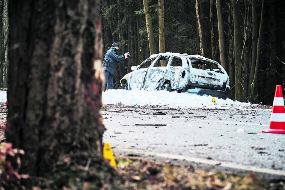 In diesem ausgebrannten Octavia starb Autodieb Pawel P. (42), als er mit dem geklauten Wagen vor der Polizei floh.