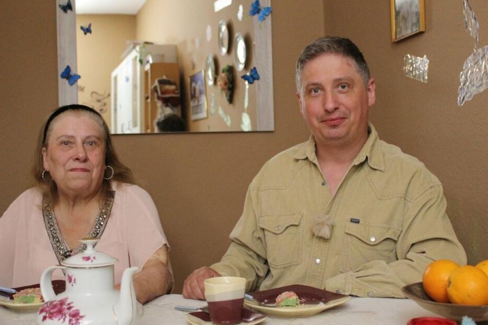 Entschied sich gegen die muntere Monika: Der faszinierende Fernfahrer Marco (44), hier neben seiner modebewussten Mutter Bettina (70).