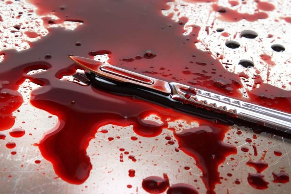 Trotz Blutbad: Der Gerichtsmediziner bestätigt, dass es nur einen Stichkanal an der Leiche gibt.