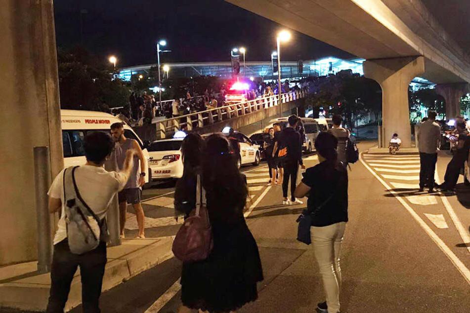 Mann droht mit Messer und Bombe am Flughafen: Polizei nimmt Verdächtigen fest