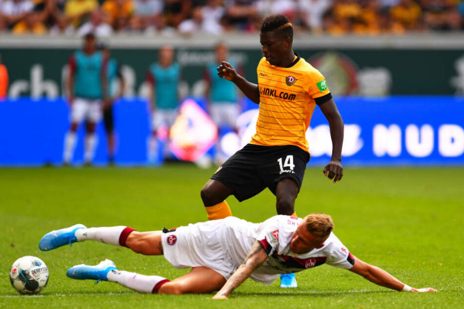 Sie werden sich nicht wiedertreffen: Dynamo-Neuzugang Ondrej Petrak und Dresdens abgewanderter Stürmer Moussa Koné, hier im Duell im Juli 2019.