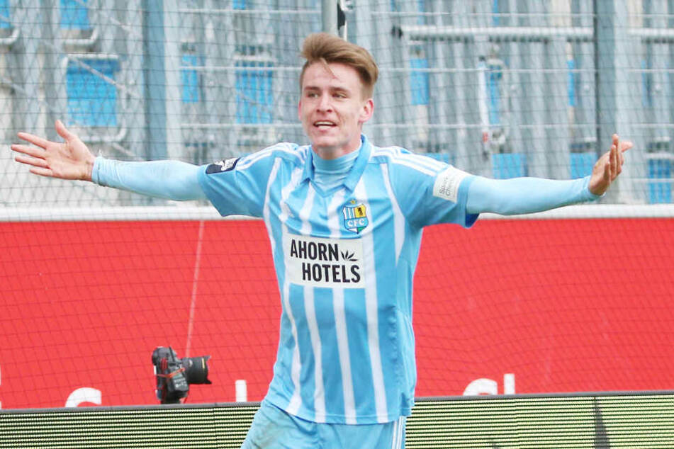 Tor für Chemnitz, Torjubel nach dem Treffer zum 1:1 durch Torschütze Florian Hansch (Chemnitz)