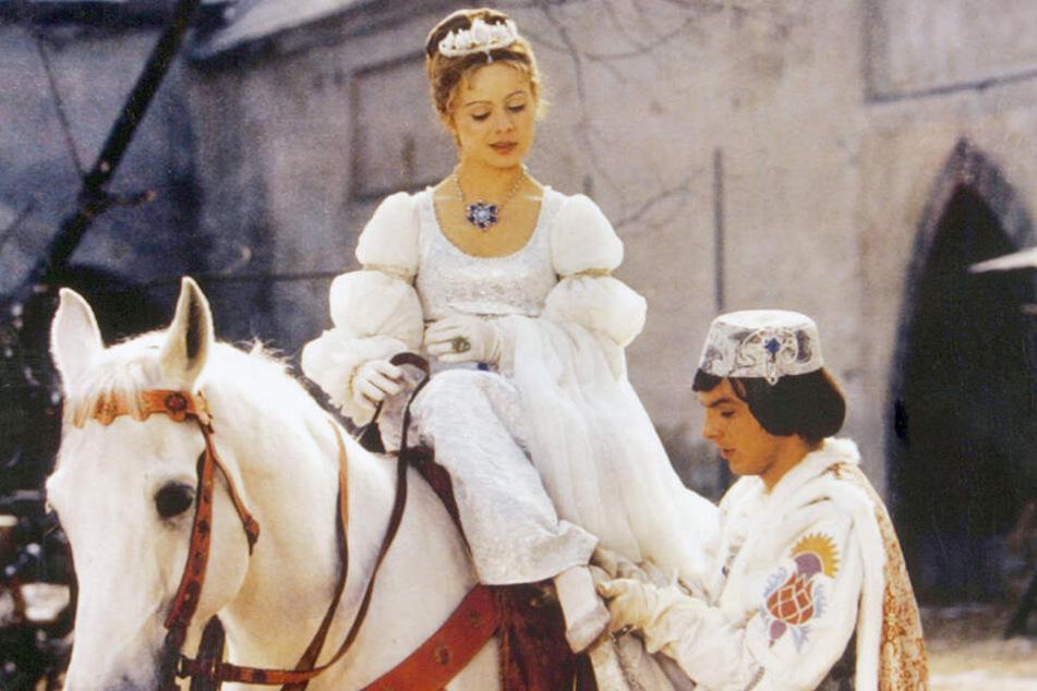 Die Liebesgeschichte von Aschenbrödel (Libuše Šafránková) und ihrem Prinzen (Pavel Trávníček) hat auch nach 40 Jahren nicht an Romantik eingebüßt.