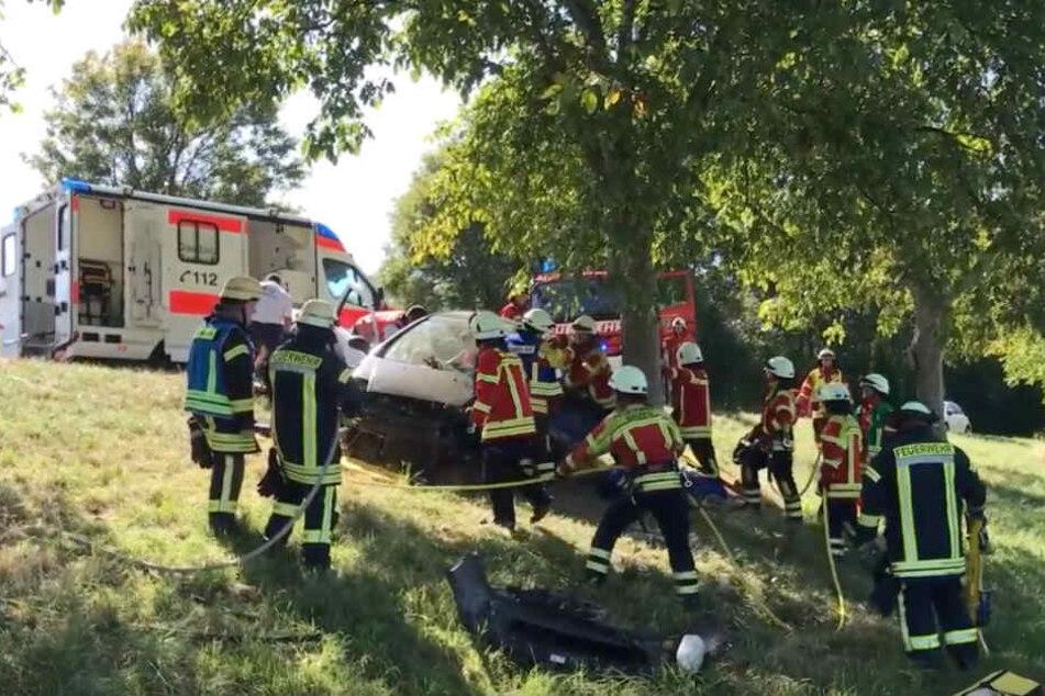 Screenshot aus dem Video: Rettungskräfte an der Unfallstelle.