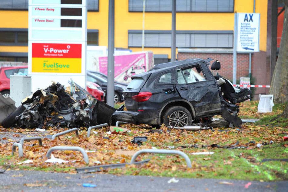 Auto in zwei Teile gerissen: Todesopfer wahrscheinlich unter 18 Jahre alt