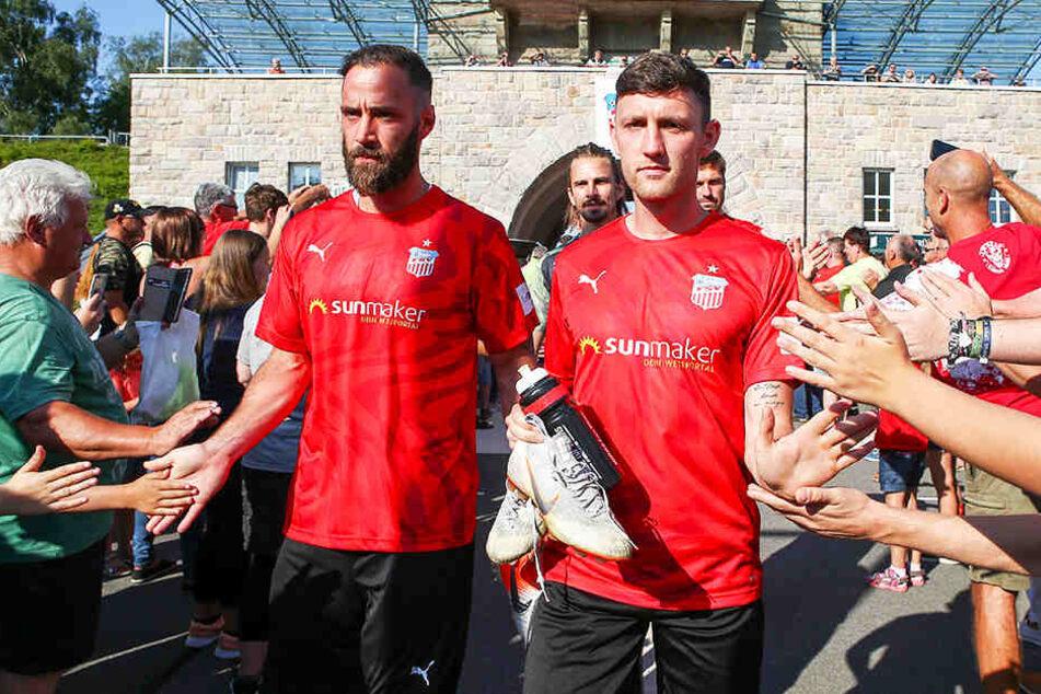Zwickaus Neuzugang Christopher Handke (l.) und Christian Bickel wurden bei der offiziellen Saisoneröffnung von mehr als 1000 FSV-Fans herzlich begrüßt.